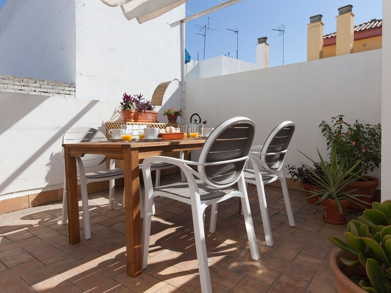 Exclusive house in the old town, WiFi / AC, 6px, location de vacances à Almaden de la Plata