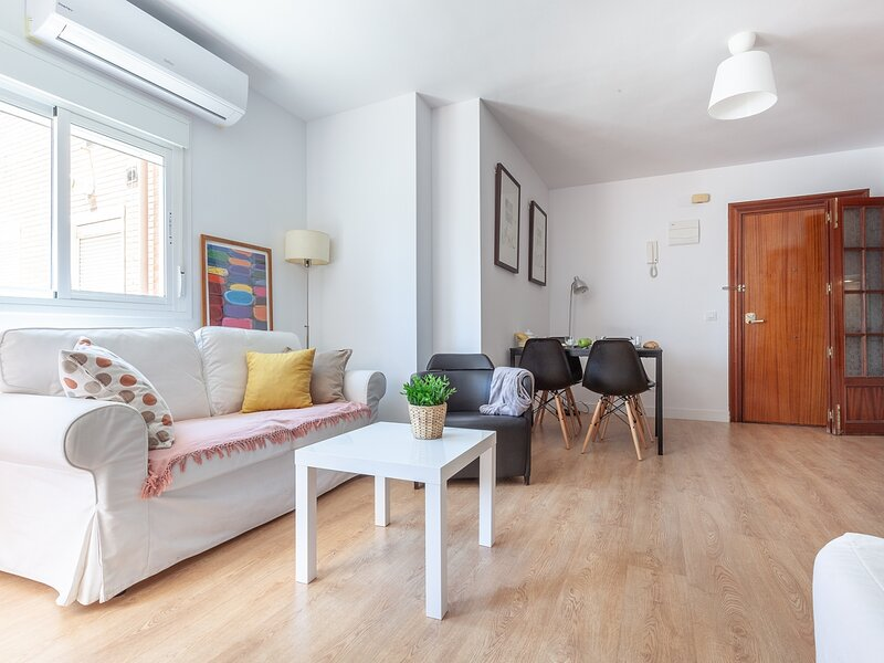 Bright and cozy apartment in Seville. A-C / WIFI, holiday rental in Marinaleda