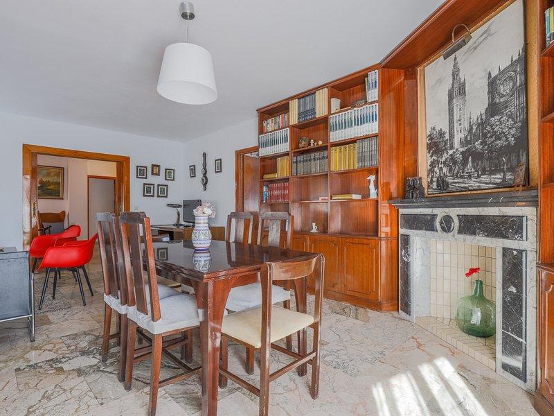 Apt 3 rooms Historic Center Seville. 6px. A / C. WFI, holiday rental in Marinaleda