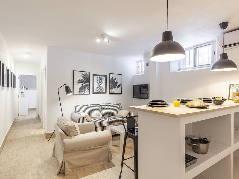 ELEGANT DESIGN APARTMENT! 2 BED -SEVILLA- WIFI - 5 PAX, holiday rental in Los Palacios y Villafranca