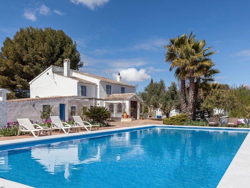 Dream villa in natural orchard. 3 bed-6px-Wifi, alquiler de vacaciones en Archidona