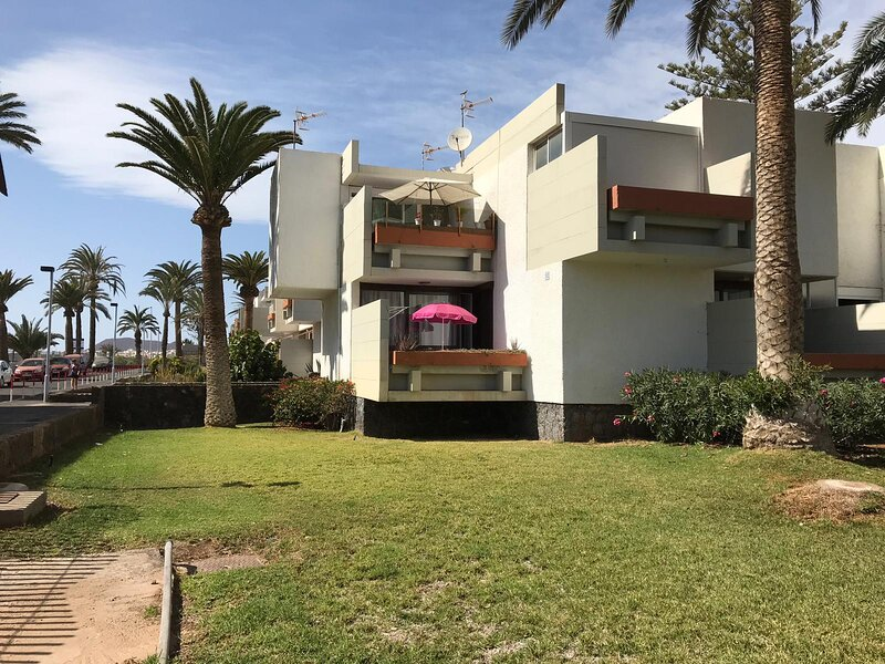 Sunshine next to the beach and all amenities, holiday rental in Las Rosas