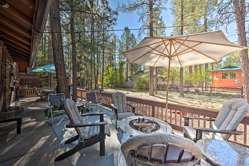 Family Friendly Pinetop Lakes Country Club Cabin!, location de vacances à Vernon