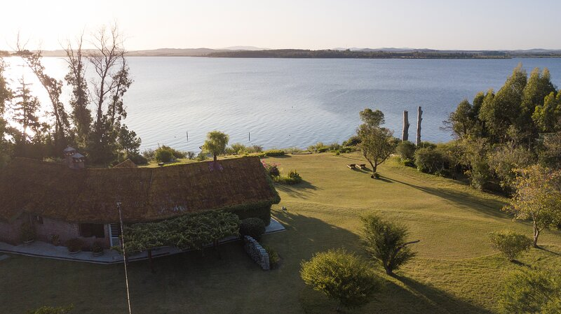 B&B AMAZING FARAWAY FARMHOUSE Punta del Este URUGUAY 2 BDR with private bath, vacation rental in San Carlos