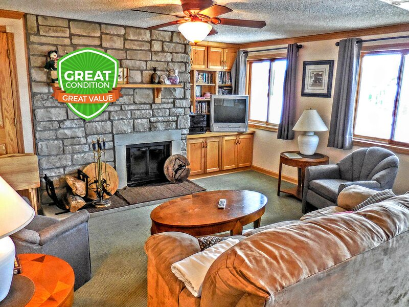 Wood-burning Fireplace   Amazing Slope View   WiFi   Gated Parking   ML246, holiday rental in Bartow