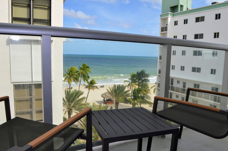 5★ CH Luxury Condos On The Beach - CH 1 BDRM - Corner Ocean View, holiday rental in Hallandale Beach