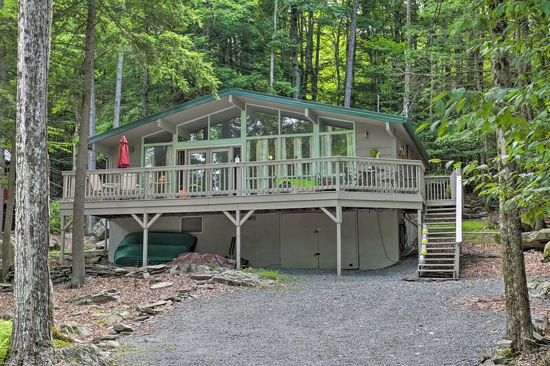 NEW! A-Frame Cabin w/Resort Amenities on Beaver LK, location de vacances à Lakeville