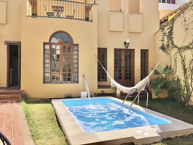 The Yellow House Solarium Pool & Garage, holiday rental in El Agujero