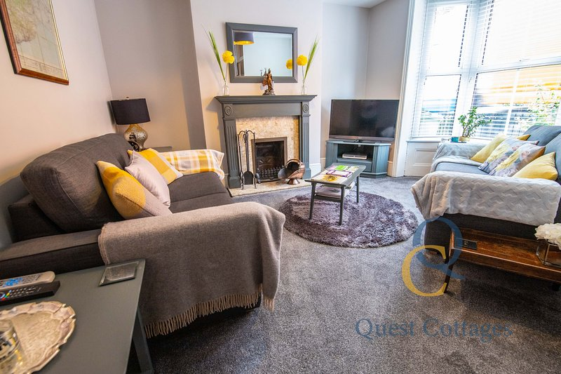 No. 65 - 3 bedroom house in the heart of Rye - 2 mins walk from cobbled streets, vacation rental in Playden