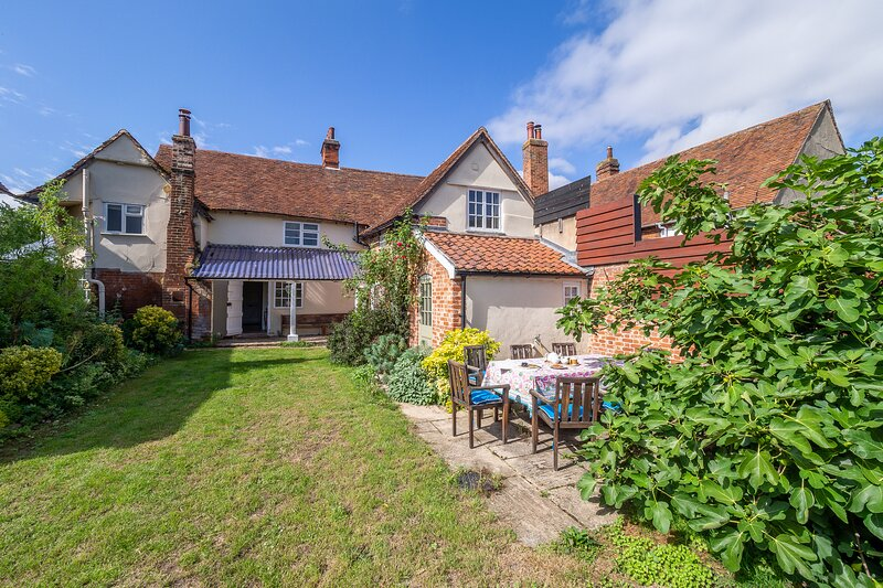 Crown Cottage, perfect setting in country village, holiday rental in Hadleigh
