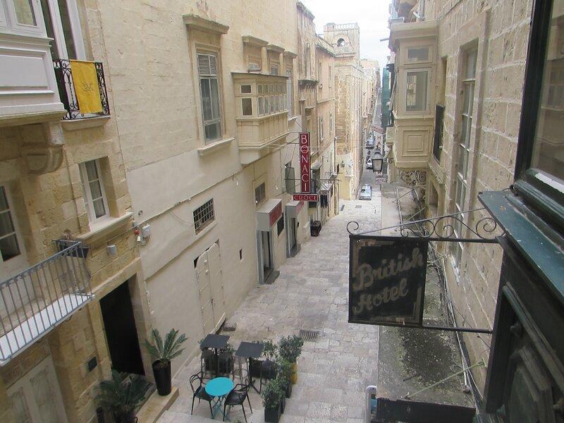 Valletta Pearl - A Triplex Townhouse, vacation rental in Valletta