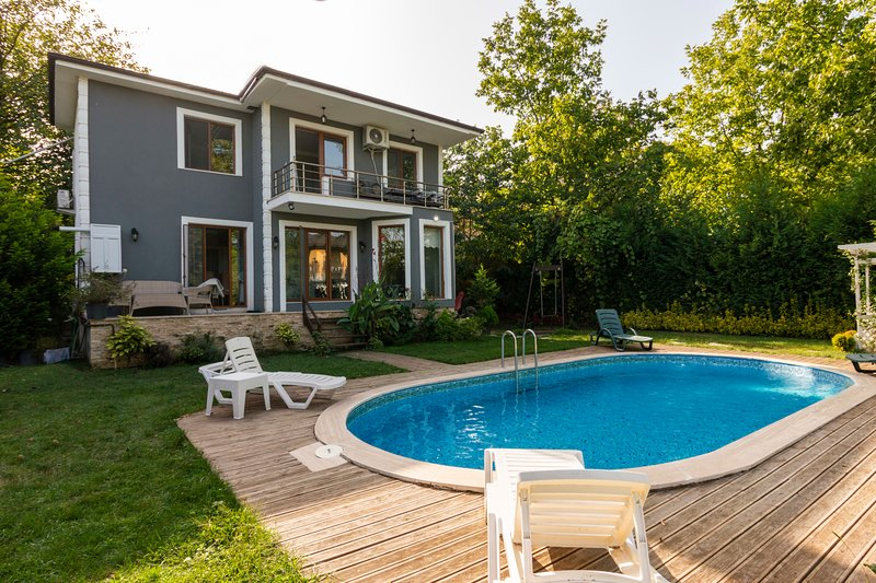 4 BR Duplex with Private Pool and Garden in Sapanca, holiday rental in Izmit