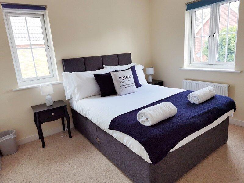 Lakeside: Argosy 3bed house, 2bath, sleeps 6, Eastleigh, Southampton, vacation rental in Eastleigh