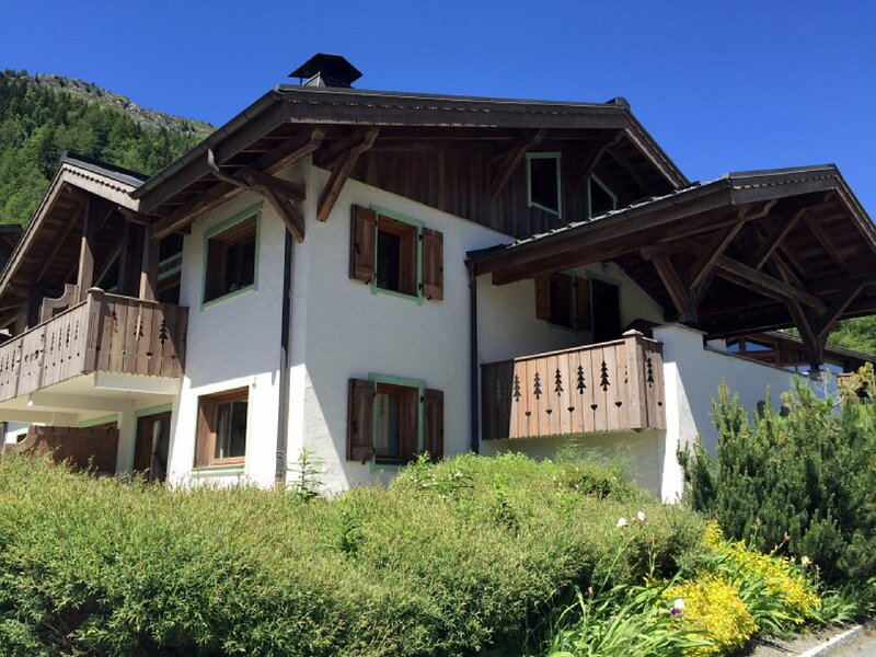 MontrocB - tranquil setting with stunning views, close to the slopes of Le Tour, casa vacanza a Vallorcine