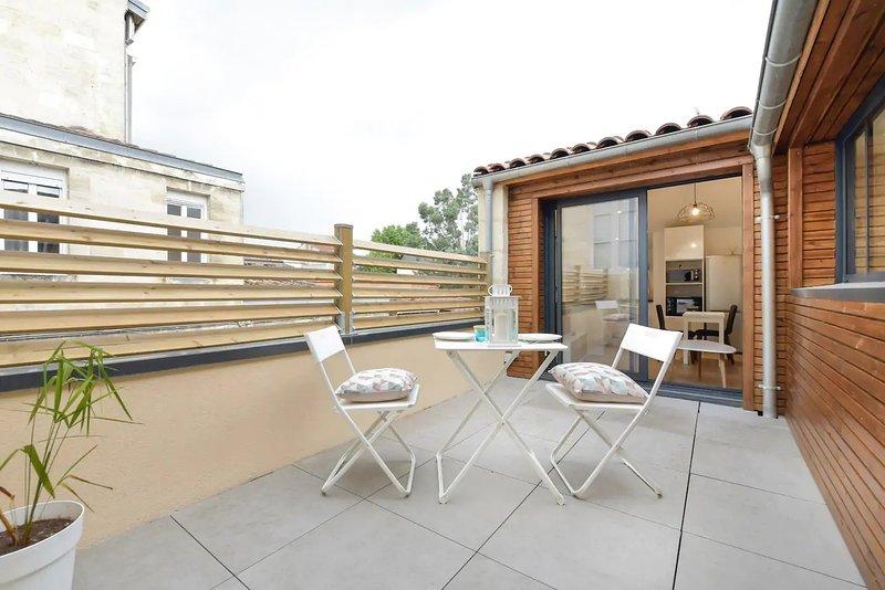 L'Insolite - Joli T2 en duplex avec Terrasse, location de vacances à Villenave D'ornon