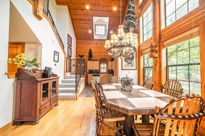 Tranquil Walk-in Cedar Log Cabin with Gas Fireplace & Whirlpool Tub, alquiler de vacaciones en Branson