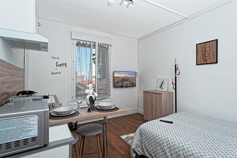 Studio tout confort près centre, holiday rental in Premilhat