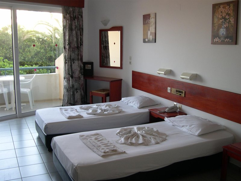 Apartment for 3 persons, with swimming pool, near the beach, holiday rental in Adelianos Kampos