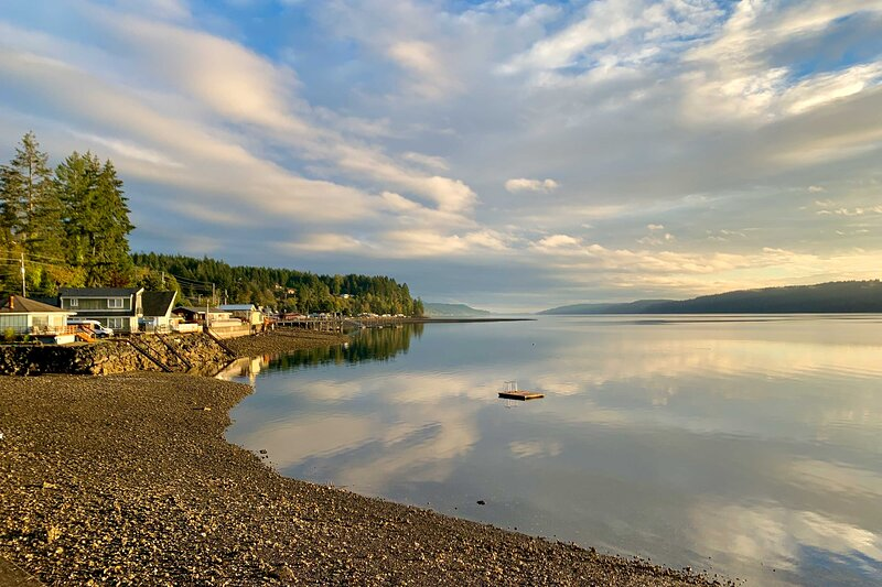 NEW! Waterfront Hoodsport Home w/Fire Pit & Kayak!, vacation rental in Hoodsport