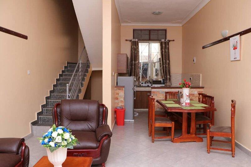 Captivating 2-Bed Apartment in Muyenga, casa vacanza a Barnesville