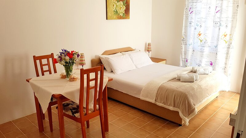 Romantic Studio with Garden View, alquiler vacacional en Petrovac