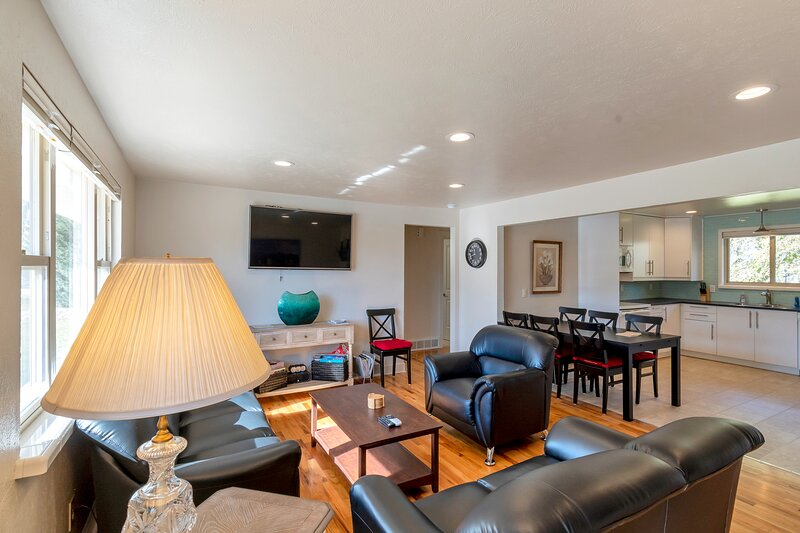 15 Minutes to Denver, 30 Minutes to hiking, 1 hr to skiing, holiday rental in Wheat Ridge
