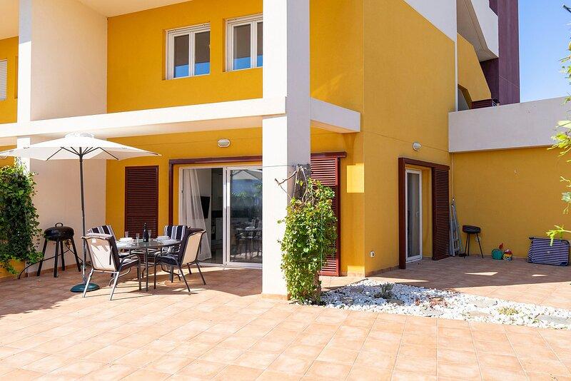 Fantastic Location - 3 Bed 3 Bath Ground Floor Luxury Duplex in Playa Flamenca, alquiler vacacional en Playa Flamenca
