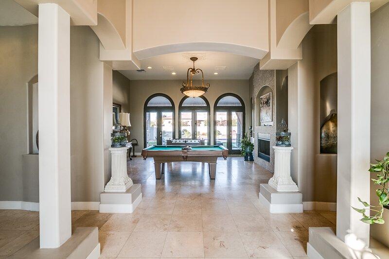 Modern Celebrity Estate: Entertainer Dream Home, alquiler vacacional en Peoria