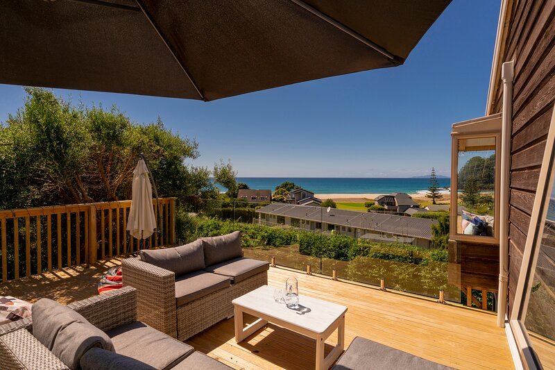 The Captain's Lookout - Onemana Holiday Home, Onemana, vacation rental in Thames