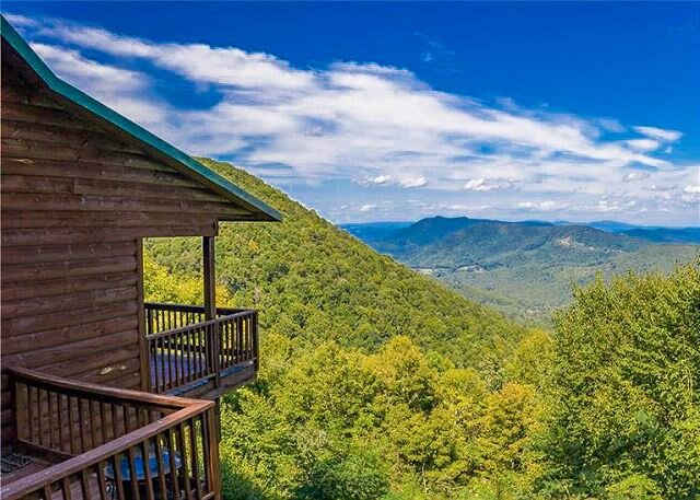 NOW BOOKING -  Majestic Heights - 4BR/3BA 3 level cabin with F/P and gameroom, holiday rental in West Jefferson