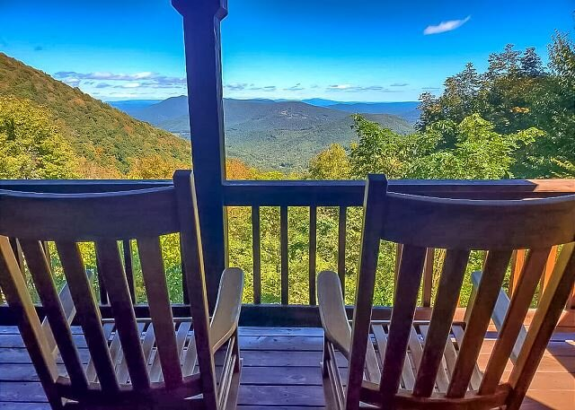 NOW BOOKING -  Majestic Heights - 4BR/3BA 3 level cabin with F/P and gameroom, casa vacanza a West Jefferson
