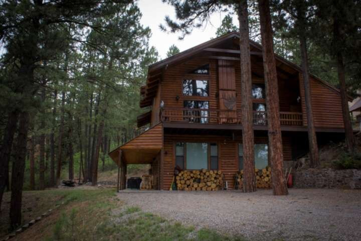 Big Lodge On Way To Wolf Creek! Accommodates 12! Hot Tub, Pool Table, Family Vay, holiday rental in Pagosa Springs