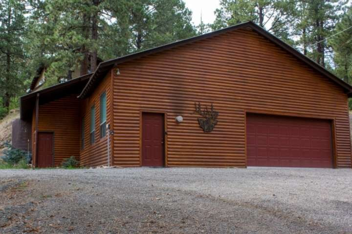Large Studio Cabin in The Pines! 20 Minutes to Wolf Creek- Minutes to Restaurant, holiday rental in Pagosa Springs