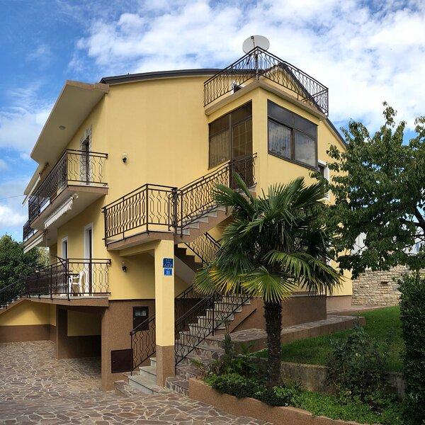 Apartment Mariella 3, holiday rental in Basanija