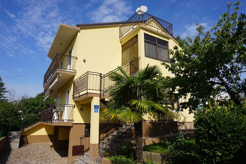 Apartment Mariella 2, location de vacances à Basanija