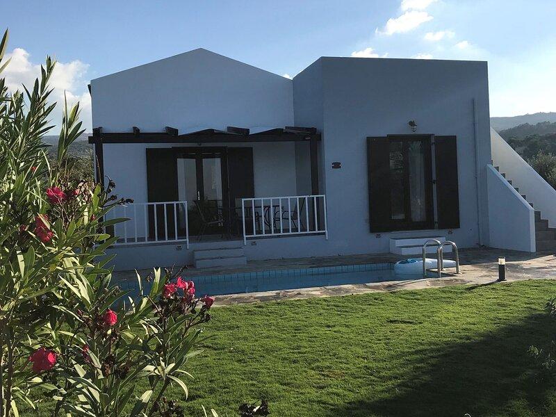 Cozy Villa with Pool and Parasol in Kirianna, holiday rental in Kirianna