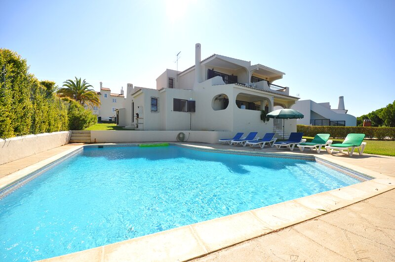 Old Village area, walking distance to centre, overlooking the Pinhal Golf Course, holiday rental in Vilamoura