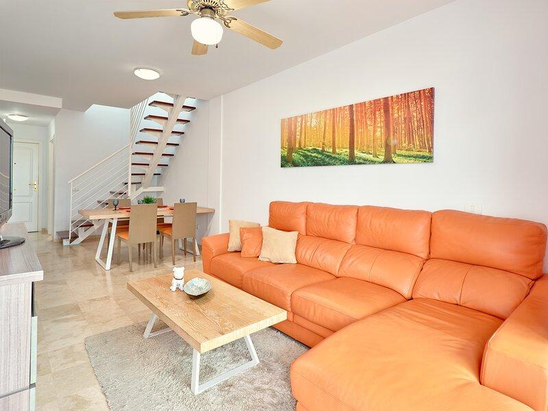 PALM MAR DUPLEX 2 BEDROOMS WITH PANORAMIC SEA VIEW, location de vacances à Palm-Mar