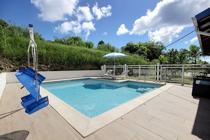 Villa Stone, 3 chambres, piscine chauffée, Netflix, plage à 10 minutes à pied, holiday rental in Sainte-Luce
