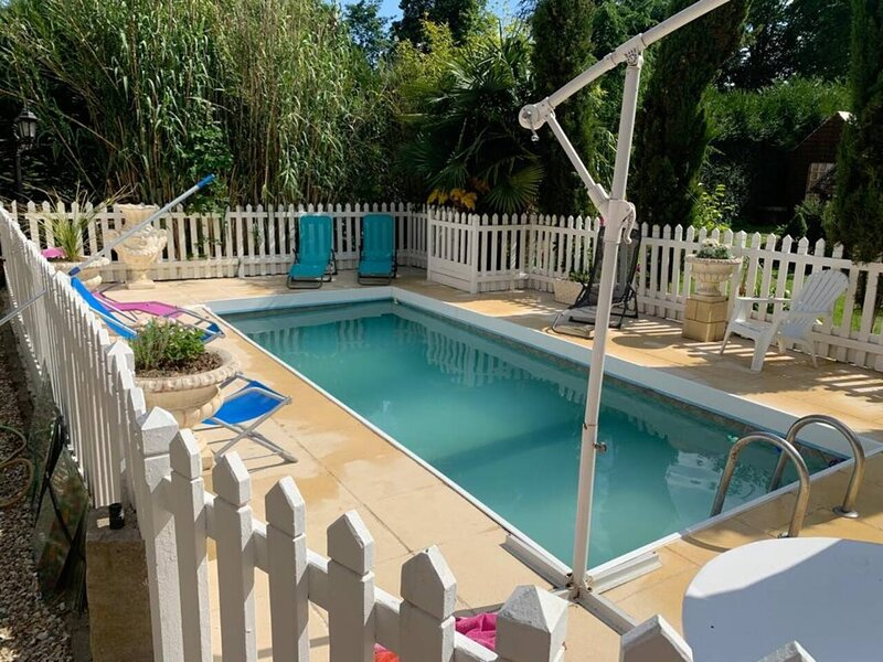 Beautiful house with shared pool, holiday rental in Fontaine-le-Bourg