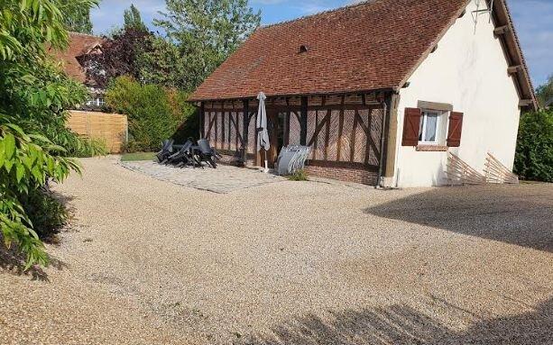 Amazing house with garden & terrace, location de vacances à Neuvy-sur-Barangeon