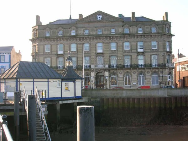 Inviting 2-Bed Apartment in Harwich, vacation rental in Walton-on-the-Naze
