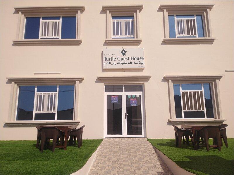 Ras Al Jinz Turtle Guest House, holiday rental in Al Hadd