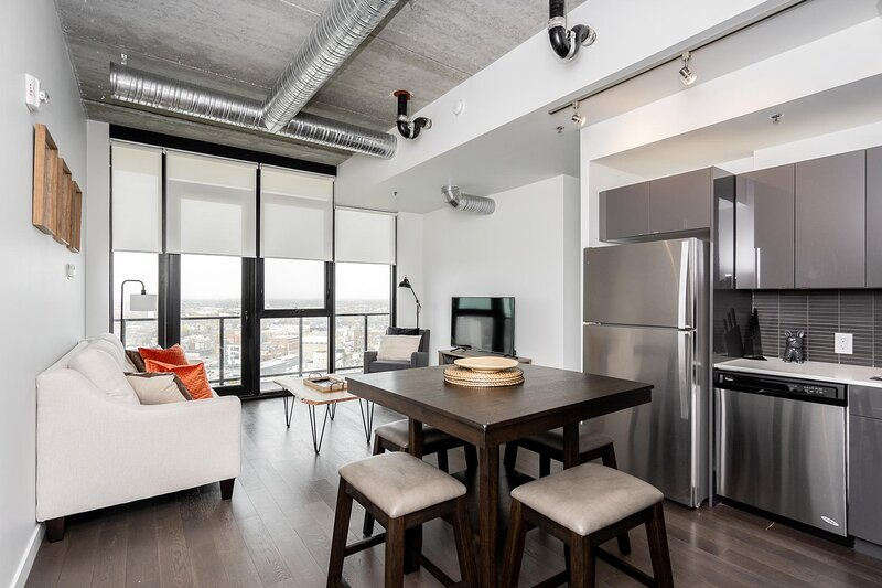 Penthouse | 20th Flr| Downtown + Parking, vacation rental in Winnipeg