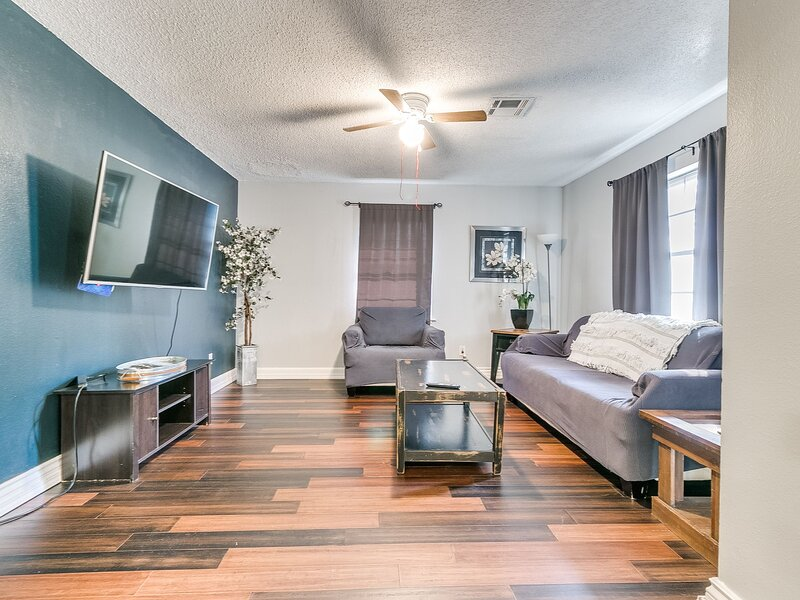 The Brass Brick House (4BD/2BA), holiday rental in Bethany
