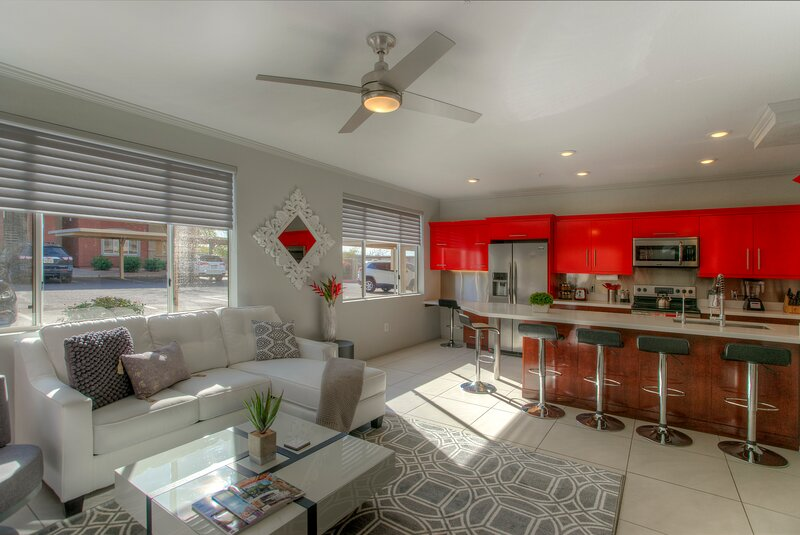 LUXURY Suite Close to Scottsdale - Airport - ASU - Zoo - Gym - 1st Floor, holiday rental in Phoenix