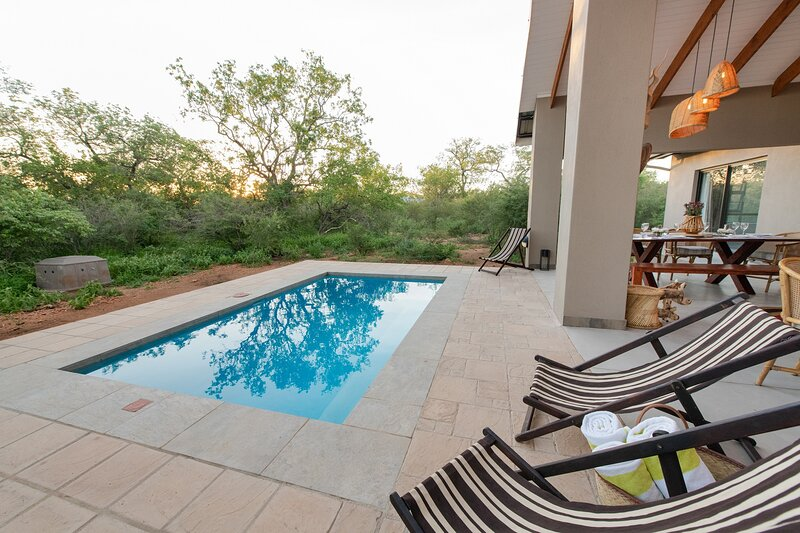Rooibos Bush Lodge Hoedspruit Wildlife Estate, holiday rental in Balule Nature Reserve