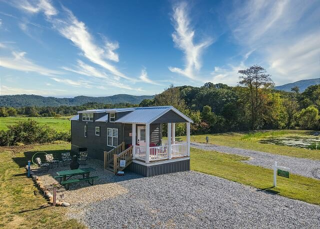 The Happy Shack of Tiny Homes, holiday rental in Wears Valley
