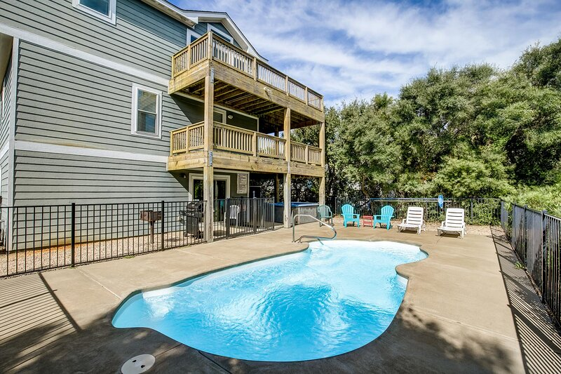 Sunshine Paradise | 720 ft from the beach | Private Pool, Hot Tub | Kitty Hawk, location de vacances à Kitty Hawk