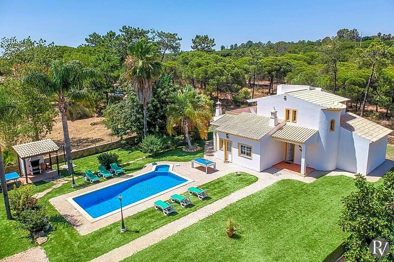 Sao Lourenco Villa Sleeps 6 with Pool Air Con and WiFi - 5872514, location de vacances à Alfarrobeira